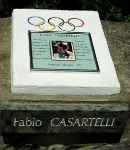 Herdenkinsteen op de plek waar Fabio Casartelli was doodgevallen