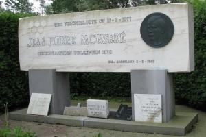 Monument op plaats waar Jempi Monsere verongelukte.