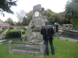 Het graf van Karel Verbist, bevindend in het dorpje Wijnegem, Vlaanderen.